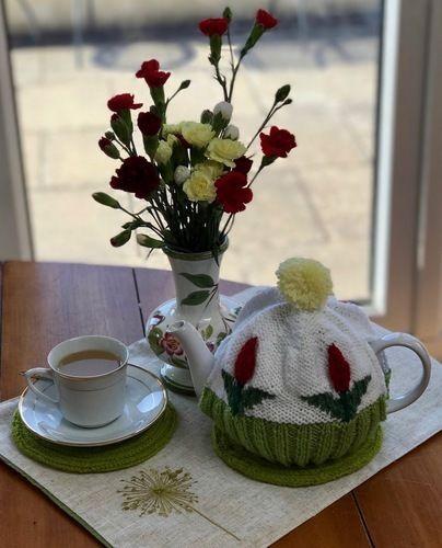 Makerist - Tulip Tea Cosy - Knitting Showcase - 3
