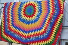 Makerist - Explosion, Baumwollstoffe, Unterstoff rotes Flies, Idee von Kaffe Fassett (Caravan of Quilts) - 1