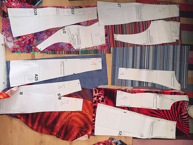 Makerist - ein Herbstkleid aus bunten Jerseyresten - Nähprojekte - 3