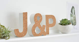 DIY-Typo mit selbstklebendem Korkstoff