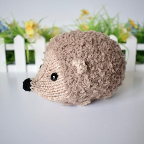 Makerist - Snuggly Hedgehog - Knitting Showcase - 3