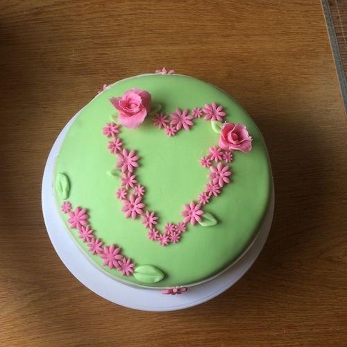 Makerist - Fondant Herz- Wiese - Torten, Cake Pops und Cupcakes - 1