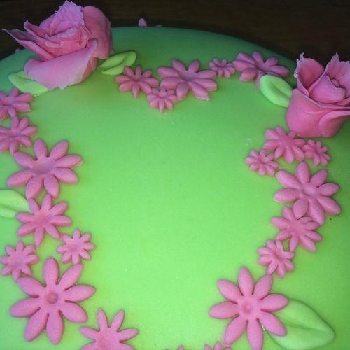 Makerist - Fondant Herz- Wiese - Torten, Cake Pops und Cupcakes - 2