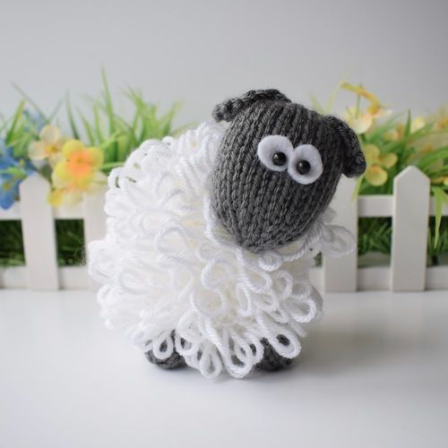 Makerist - Curly the Sheep - Knitting Showcase - 1
