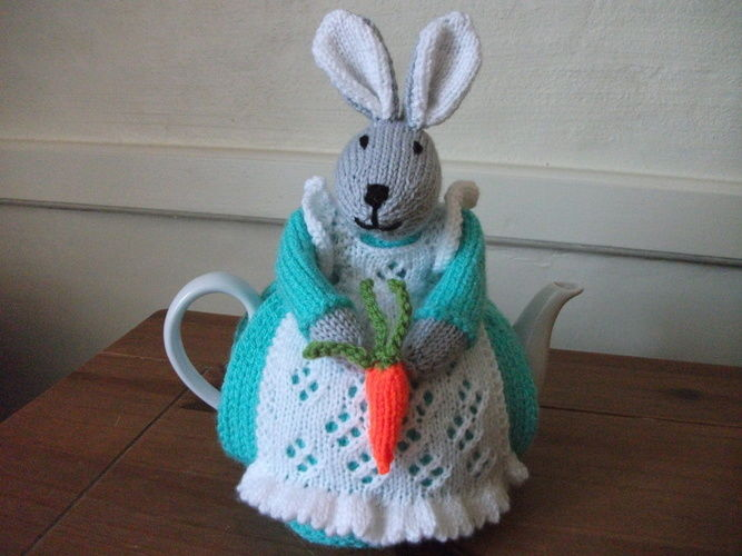 Makerist - Bunny Tea Cosy - Knitting Showcase - 3