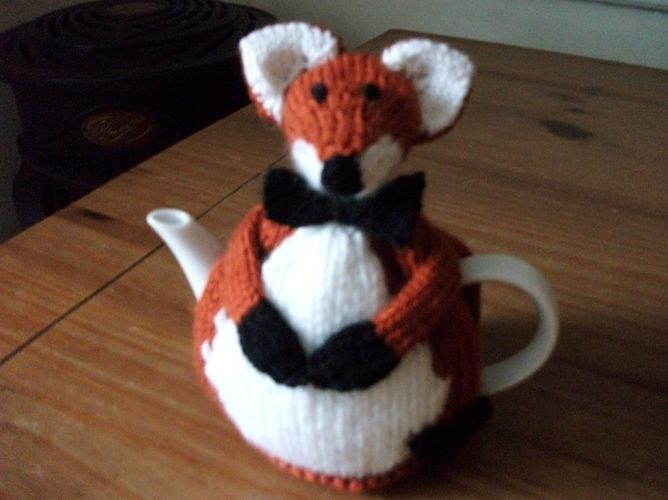 Makerist - Hand Knitted Fox Tea Cosy - Knitting Showcase - 1