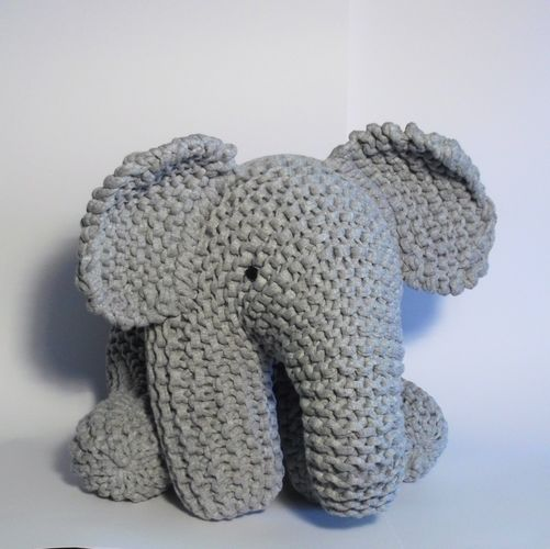 Makerist - Big Grey Elephant - Knitting Showcase - 1