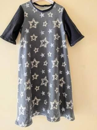 Basic-Kleid, aus zwei verschiedenen Jersey-Stoffen, für meine Nichte, die heute 8 Jahre alt wird! Größe 134