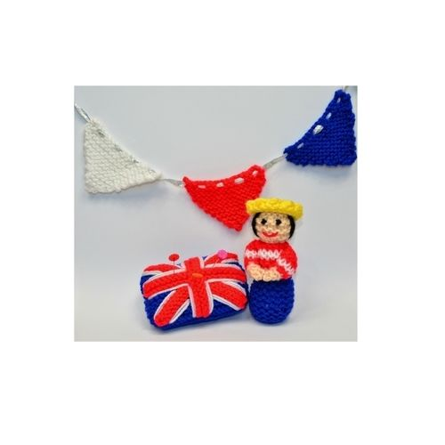 Makerist - Miniature Queen - Diamond Jubilee 2012 - DK Wool - Knitting Showcase - 1