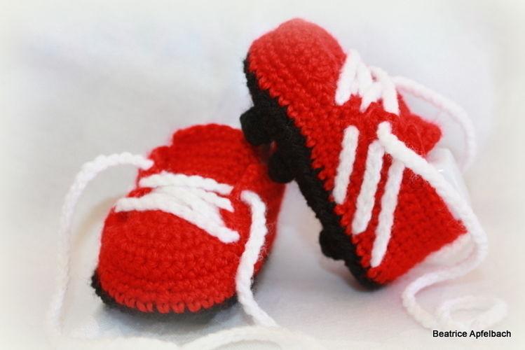 Makerist - kleine Fußballschuhe - Häkelprojekte - 1