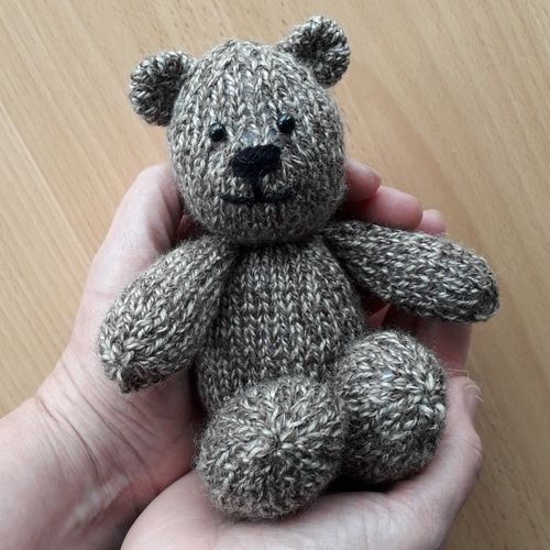 Makerist - Bitsy Teddy - Knitting Showcase - 1