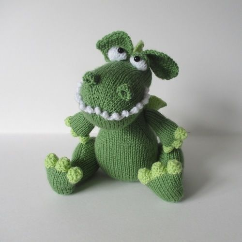 Makerist - Griff the Dragon - Knitting Showcase - 1