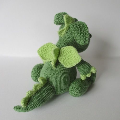 Makerist - Griff the Dragon - Knitting Showcase - 2