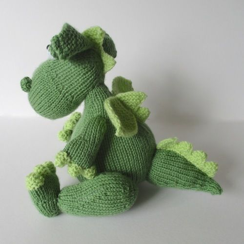 Makerist - Griff the Dragon - Knitting Showcase - 3