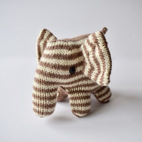 Makerist - Peanut Butter Elephant - Knitting Showcase - 1