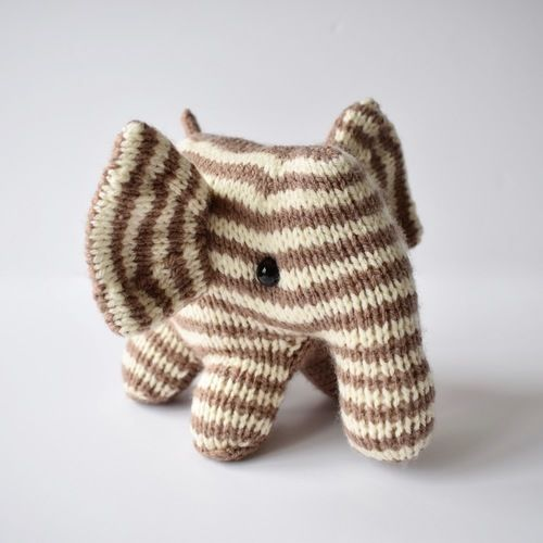 Makerist - Peanut Butter Elephant - Knitting Showcase - 2