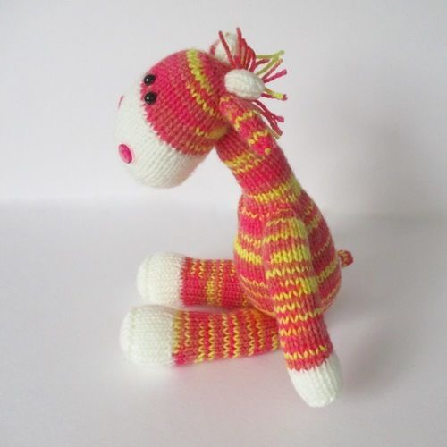 Makerist - Gerald the Giraffe - Knitting Showcase - 2