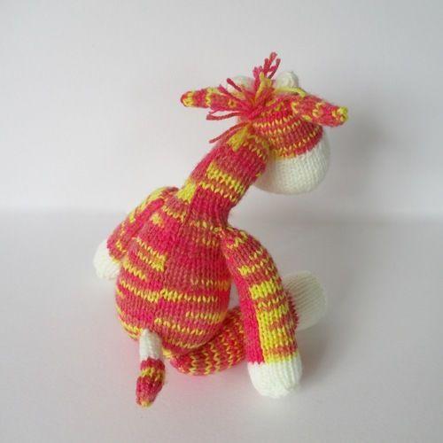 Makerist - Gerald the Giraffe - Knitting Showcase - 3
