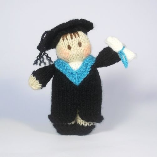 Makerist - Graduation Bitsy Doll - Knitting Showcase - 1