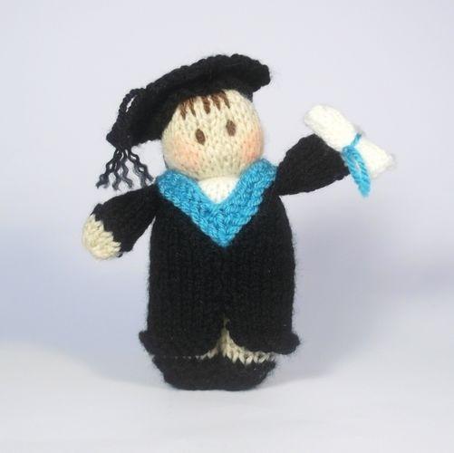 Makerist - Graduation Bitsy Doll - Knitting Showcase - 1