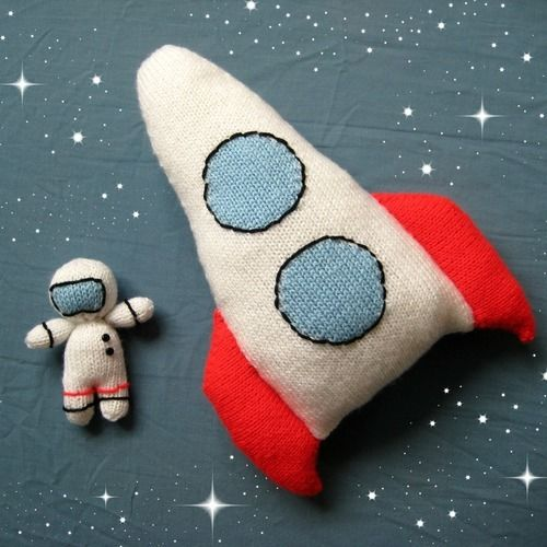 Makerist - Space Rocket and Astronaut - Knitting Showcase - 1
