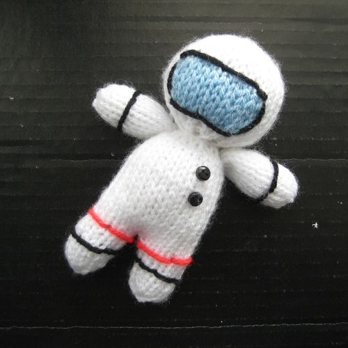 Makerist - Space Rocket and Astronaut - Knitting Showcase - 3