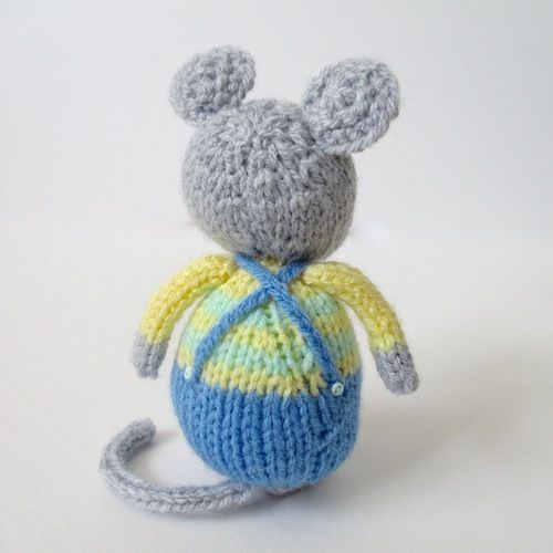 Makerist - Fluffy, Sniffles and Squeaker - Knitting Showcase - 3