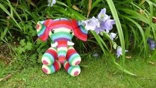 Patapouff l'éléphant  au crochet pour ma petite nièce choupy
