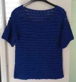 Top d'été crocheté  en laine acrylique et elasthane