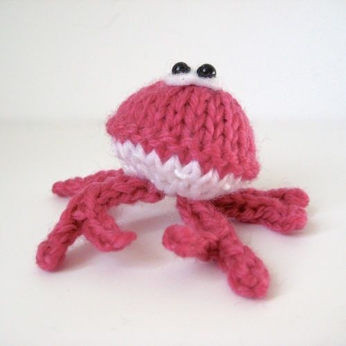 Makerist - Teeny Crab - Knitting Showcase - 1