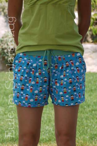 Julika als Shorts