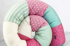 Makerist - Eine Bettschlange Bettie in rosa-türkis-weiss - 1