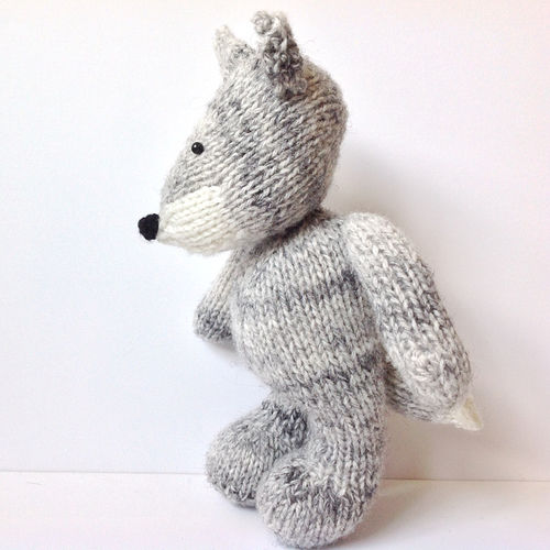 Makerist - Gray Wolf - Knitting Showcase - 2