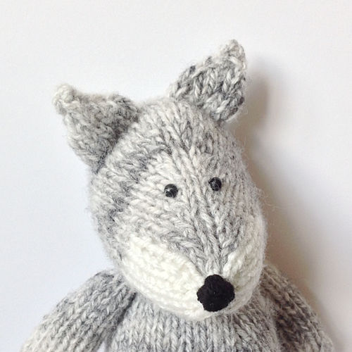 Makerist - Gray Wolf - Knitting Showcase - 3