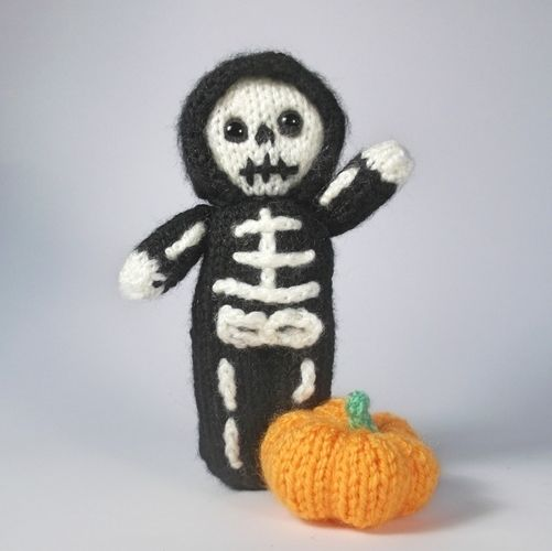 Makerist - Little Skeleton Doll - Knitting Showcase - 1