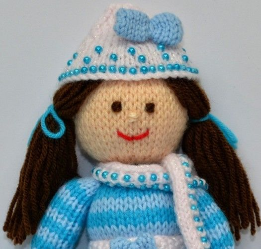 Makerist - Pansy - A Winter Doll - DK Wool - Knitting Showcase - 2
