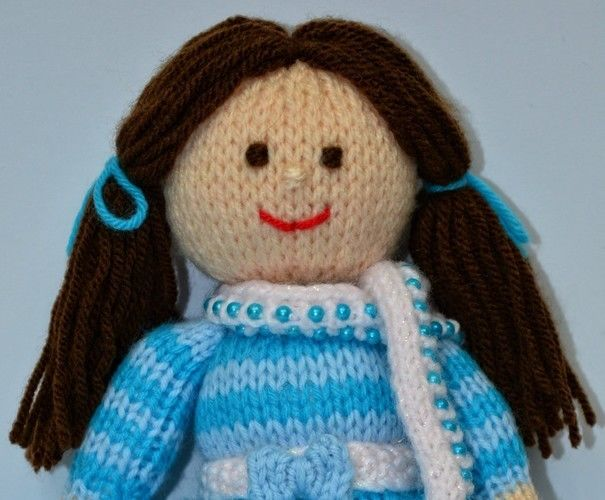 Makerist - Pansy - A Winter Doll - DK Wool - Knitting Showcase - 3