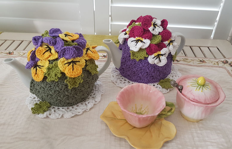 Makerist - Pansy Garden Tea Cosy  - Crochet Showcase - 1