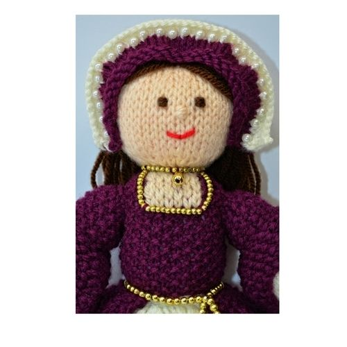 Makerist - Catherine Tudor Doll - DK Wool - Knitting Showcase - 3