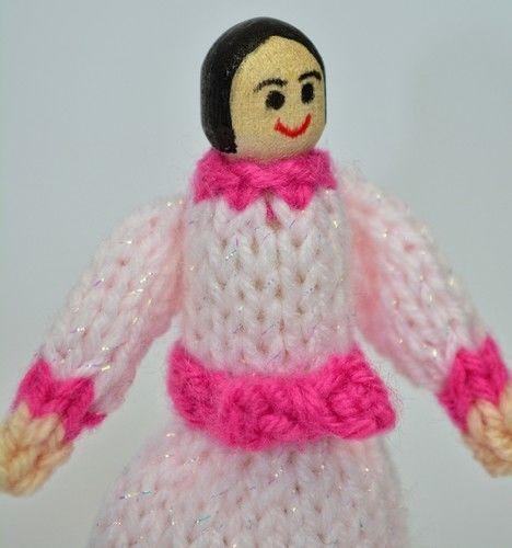 Makerist - Victorian Peg Dolls - DK Wool - Knitting Showcase - 3