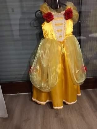 Belles Kleid von schöne und das Biest