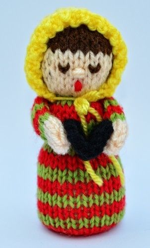 Makerist - Christmas Carol Singer Doll - DK Wool - Knitting Showcase - 3