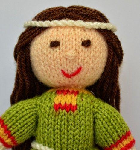Makerist - Elvina - Medieval Doll - DK Wool - Knitting Showcase - 2