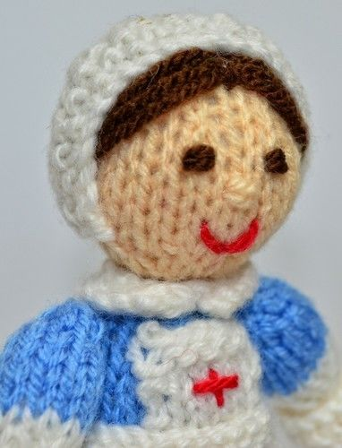 Makerist - WWI Red Cross Nurse - DK Wool - Knitting Showcase - 3