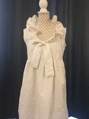 Sommerkleid/Kleid Nani aus Lochspitze mit Rüschenkragen