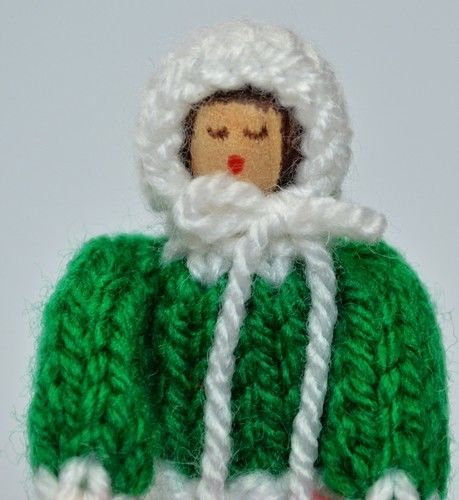 Makerist - Christmas Carol Singer Peg Doll - DK Wool - Knitting Showcase - 2