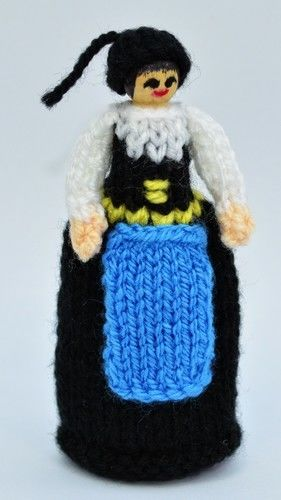 Makerist - Icelandic Costume Peg Doll - DK Wool - Knitting Showcase - 3