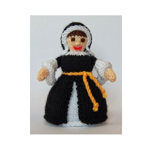 Makerist - Catherine of Aragon Doll - DK Wool - Knitting Showcase - 1