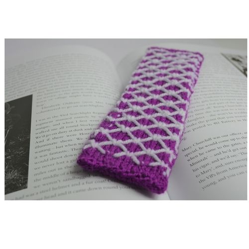 Makerist - Tudor Bookmark - DK Wool - Knitting Showcase - 1
