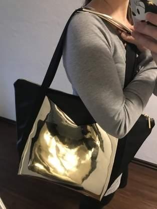 Schöne geräumige Tasche